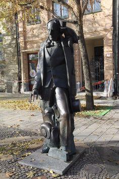Statue of Hans Christian Andersen (Bratislava, Slovensko) - Recenzie Hans Christian, Bratislava, Statues, Trip Advisor, Darth Vader, Fictional Characters, Art, Fantasy Characters