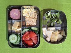Trommeltjes gevuld met maiswafels, kaas, wordt, groente en fruit #meenaarschool