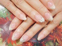 シルバーラメ×オフホワイト×シルバーストーンで上品な大人ネイル。ブライダルにも◎  http://www.felice-felice.com/images/nail/nail_120608175405_1.jpg