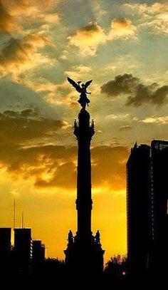 Bello amanecer dando su bendicion el angel de la independencia !!! #Mexico DF Eduardo perez  Beautiful sunrise and the Angel of Independence giving his blessing !!! Mexico City  Tour By Mexico - Google+