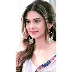 Beautiness overloaded she's looking damn cute in her simple look 😍😍 Jennifer Winget Beyhadh, Girls Status, Girls Dp Stylish, Queen Fashion, Looking Gorgeous, Beautiful, Jennifer Love, Girly Quotes, Girls Dpz