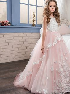 Make your flower girl feel like a princess! This dress has a jewel neck and ballgown silhouette. The bodice is lace and the tulle skirt has appliques. Cheap Pageant Dresses, Cheap Flower Girl Dresses, Girls Dresses Online, Dresses For Sale, Formal Dresses, Junior Bridesmaid Dresses, Wedding Dresses, Princess Ball Gowns, Business Dresses