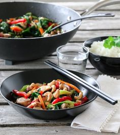 KYLLINGWOK MED CASHEWNØTTER | TRINES MATBLOGG Kung Pao Chicken, Curry, Food And Drink, Cooking Recipes, Dinner, Ethnic Recipes, Kitchen, Spinach, Dining