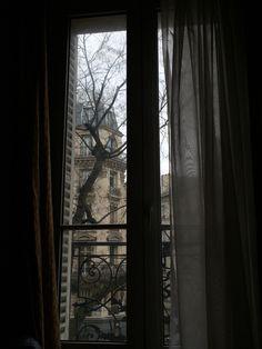 アパルトマンの窓辺