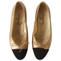Preowned Chanel Gold Black Ballet Flats 1990's ($650) ❤ liked on Polyvore featuring shoes, flats, sapatilha, black, black ballet flats, black flat shoes, black skimmer, ballet pumps and gold shoes