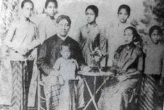 Info Berita Baru Terbaik: Keluarga Inti Ibu Kartini, Bupati R.M.A.A. Sosroni...