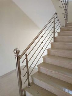 Steel Railing Design, Staircase Railing Design, Balcony Grill Design, Balcony Railing Design, Stainless Steel Stair Railing, Iron Gate Design, Steel Stairs, Metal Dining Table, Modern Stairs