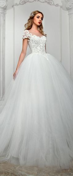 Junoesque Tulle Scoop Neckline Ball Gown Wedding Dress With Beaded Lace Appliques