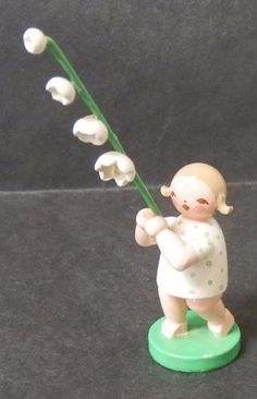 Wendt & Kuhn Easter Girl w white Flowers Erzgebirge (GDR) wood figurine Germany