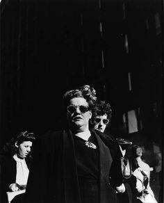 Walker Evans (1903 - 1975) - Shoppers, Randolph Street, Chicago, 1946. S)