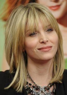 Örneğin uzun ve ince bir yüze sahip olan kişiler saçlarını düz olarak kullandığı zaman yüzleri iyice ince ve uzun görünecektir.