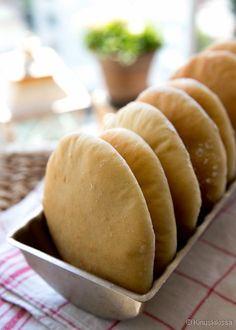 New York Style Bagels - amerikkalaiset bagelit No Salt Recipes, Cooking Recipes, Good Food, Yummy Food, Daily Bread, Bread Baking, Pulled Pork, Food Art, Brunch