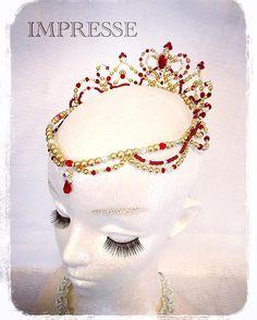New✨✨ エスメラルダ、ダイアナ、ガムザッティ、海賊メドーラ、グルナーラなどをイメージしました! スワロフスキーがたっぷり入ってキラキラ豪華なティアラです✨❤️✨ グリーン、ブルー、パープル等、カラーの変更も可能です #ballet #ballerina #ballettiara #tiara #princesstiara #weddingtiara #impresse #swarovski #balletconcour#esmeralda#diana #headpiace #babytiara #firsttiara #バレエ #バレリーナ#バレエティアラ #バレエコンクール  #発表会 #ウエディングティアラ #ベビーティアラ #誕生祝い#オーダーメイドティアラ#プリンセスティアラ#スワロフスキー#エスメラルダ#ダイアナ#海賊#ガムザッティ#グルナーラ