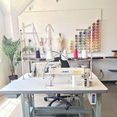 50 Most Popular Craft Room Sewing Decor Ideas - Nähen Ideen Sewing Room Design, Sewing Room Decor, Craft Room Decor, Sewing Spaces, Sewing Room Organization, Studio Organization, Sewing Studio, Sewing Rooms, Room Decorations