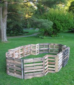 "recycled wooden pallets in the shape of an Italianate equestrian statue base."" [Love the little fenced in pen from wood pallets (originally to be used as a compost pen. Diy Dog Fence, Pallet Fence, Pallet Wood, Diy Pallet, Puppy Pens, Pallette, Dog Playpen, Dog Yard, Dog Pen"