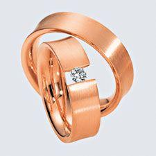Verighete din aur roz cu briliante si interiorul rotunjit pentru confort la purtare. Pot fi realizate din aur alb, aur galben sau aur roz. La cerere sunt posibile şi alte modificări. Aur, Bracelets, Gold, Jewelry, Jewlery, Jewerly, Schmuck, Jewels, Jewelery