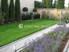 Nowoczesny ogród Sidewalk, Garden Modern, Side Walkway, Modern Gardens, Walkway, Walkways, Pavement