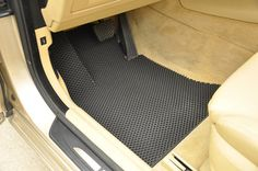 Car Floor Mat (DIY Cut) out of a door mat! Minivan Organization, Car Hacks, Hacks Diy, Car Restoration, Car Floor Mats, Diy Car, Car Cleaning, Car Detailing, So Little Time