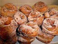 Las rosquillas o roscos son un dulce de larga tradición en nuestro país, que con algunas pequeñas diferencias en los ingredientes se hacen en cualquie...