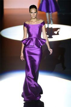 Desfile PV15 de Hannibal Laguna en la Semana de la Moda de Madrid: vestido morado