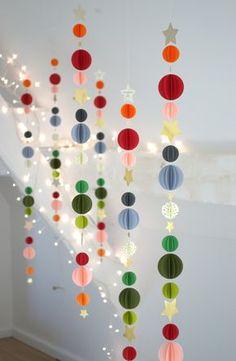 Guirlandes multicolores et étoiles pailletées   A retrouver dans la boutique     multicolored garlands   Inside the shop