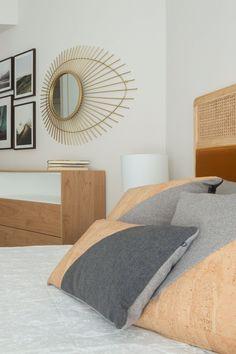 Dormitorio principal con un extra de almacenamiento; 2 cómodas y 2 mesillas de noche con mucha capacidad.  Combinación de madera con dorado y color caldera. El collage de cuadros y el espejo sol son el toque original. Proyecto de R de Room. #rderoom #dormitorio #dormitorioprincipal #dormitoriosprincipales #dormitoriosmatrimoniales #madrid Bed, Furniture, Home Decor, Full Length Mirrors, Body Mirror, Sun Mirror, Modular Bookshelves, Daylight Savings Time, Soothing Colors