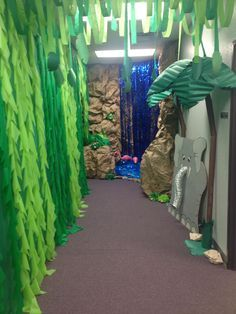 tree Jungle stage props