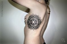 tatouage-dotwork-geometrique-Chaim-Machlev-(5)