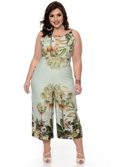 Macacão Plus Size Samyka Looks Plus Size, Plus Size Model, Plus Size Fall Fashion, Curvy Fashion, Plus Size Dresses, Plus Size Outfits, African Fashion Dresses, Fashion Outfits, Crop Top Designs