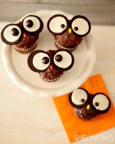 A hoot of a cupcake  HOW CUTE ARE THESE ◦1 dozen store-bought chocolate cupcakes with chocolate frosting ◦1 package of Oreo cookies ◦1 large bag of M&Ms candy