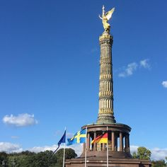 Hej Sverige! Obviously Sweden visits Berlin today - clear signs at @victorycolumn.  Berlin meets stockholm - absolutely matching with our two marathons this year: @stockholm_marathon and only last week @berlinmarathon #seenonmyrun #running #2016in2016 #igrunner #samesamebutdifferent #cloudporn #bluesky #visitberlin #urbanrunning #sightrunning #citylife #ditisberlin #sunnyday #sun #run #fun #laufenmachtglücklich