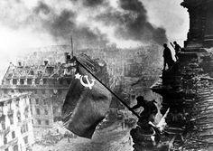 Bandera de la Unión Soviética sobre el Reichstag 1945