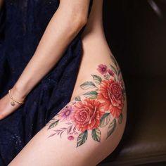 23 Trendy Hip Tattoos That Are Actually Badass Floral Hip Tattoo, Flower Tattoo Back, Flower Tattoos, Tattoo Girls, Girl Tattoos, Tatoos, Great Tattoos, Body Art Tattoos, Thigh Tattoos