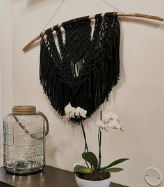Makramee on trendikäs ja tyylikäs seinäkoriste ja helppo tehdä itsekin. Lue blogistamme ideoita erilaisiin makrameetöihin. Tassel Necklace, Dream Catcher, Tassels, Jewelry, Home Decor, Dreamcatchers, Jewlery, Decoration Home, Jewerly