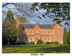 Erholm Slot, Fyn - Erholm er bygget i 1500 af Claus Eriksen Ravensberg. Hovedbygningen er opført i 1850-1854 ved J.D. Herholdt og tilbygget i 1899 ved Martin Borch. Få hundrede meter syd for hovedbygningen ligger den tidligere kornmølle for godset, Dorthebjerg Mølle.