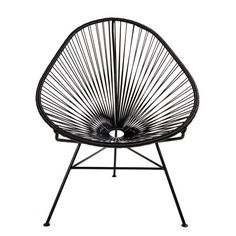 Кресло Acapulco Chair, придуманное в 50-е годы в Мексике неизвестным дизайнером. По легенде, вдохновением для него послужил традиционный плетеный гамак индейцев Майя. #acapulco #chair #love #inspiration #furniture #interiordecor #interiordesign #кресло  #акапулько #дизайн #вдохновение #blackandwhite #follow #tag
