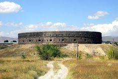 Սև բերդ - Վիքիպեդիա՝ ազատ հանրագիտարան T Shirt Photo, Armenia, Train, Black, Google Search, Black People, Strollers