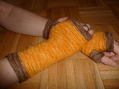 Wristwarmers in Mammen stitch, yarn dyed with dahlia and walnuts. By olgaolga on Ravelry  I either need to find wool yarn to give to someone to make gor me, or add another craft to my sca list.