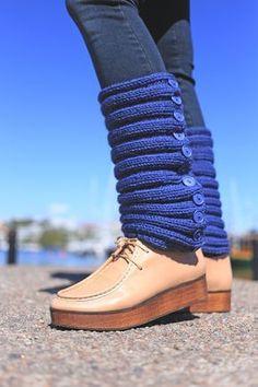 Neulotut nappisäärystimet Novita Isoveli   Novita knits Knitting Socks, Knitting Ideas, Boot Cuffs, Kawaii Clothes, Bandeau, Leg Warmers, Moccasins, Creations, Handicraft Ideas