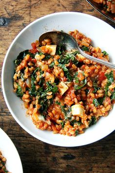This farro risotto is a one-pot wonder made with water (as opposed to stock), and it's seasoned with thyme, smoked paprika and lemon. Veggie Recipes, Pasta Recipes, Vegetarian Recipes, Dinner Recipes, Cooking Recipes, Healthy Recipes, Farro Recipes, Salmon Recipes, Bread Recipes