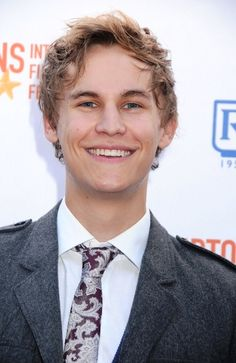 Rhys Wakefield Age, Weight, Height, Measurements - http://www.celebritysizes.com/rhys-wakefield-age-weight-height-measurements/