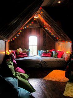 Комната под крышей