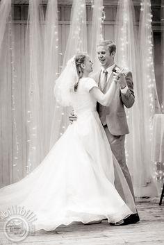 #Firstdance #Blackandwhitephotography #bride #groom #Arkansas #wedding #NWA #photographer www.billibilli.com Southern Weddings, First Dance, Black And White Photography, Arkansas, Bride Groom, Summer Wedding, Wedding Dresses, Fashion, Black White Photography