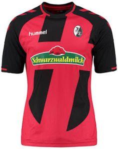 Fabriqué par la marque danoise Hummel, le Nouveau Maillot de foot Freiburg Domicile 2016 2017 est rouge avec deux bandes noires uniques sur les manches avant et noir.