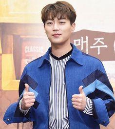 "532 Likes, 2 Comments - 어라운드어스 [AroundUS] (@aroundusentertainment) on Instagram: ""집밥백선생3  #윤두준 tvN House Cook Master Baek Season 3  Press Conference   #AroundUS #어라운드어스#tvN"""