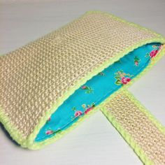 """Alex from Vienna auf Instagram: """"New crochet bag with neon and pretty little flowers 🦋 #crochet #crocheting #crochetlove #crochetaddict #crochetastherapy #craftastherapy…"""" Handmade Clutch, Crochet Clutch, Diy Tote Bag, Little Flowers, Pretty Little, Etsy Store, Diy Totes, Sunglasses Case, Tapestry"""
