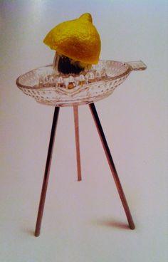 5.5 designers Les objets ordinaires Presse citron de star, un simple trépied hisse un presse-agrume au Rand du célèbre Juicy Salif de Starck.