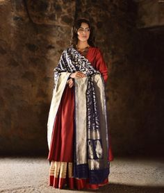 Every woman has a ton of sarees stashed in her closet. Check out 17 ways to reuse saree here. Reuse Old Clothes, Diy Clothes And Shoes, Kurta Designs, Blouse Designs, Recycled Dress, Modern Saree, Rest, Recycled Fashion, Indian Designer Wear