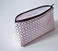 Trousse / pochette en coton enduit aux imprimés colorés