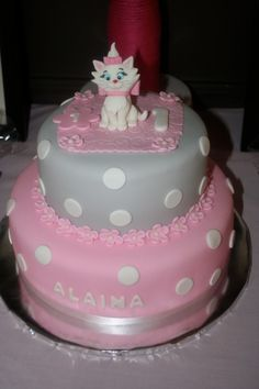 Kitty cat cake - this is what I want for Zoey's first birthday:)